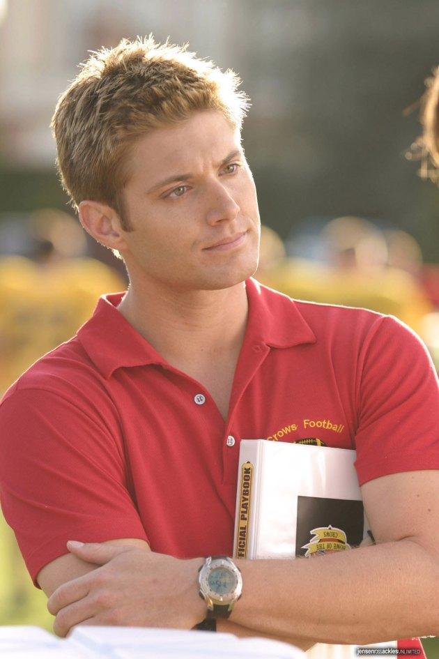 超人前傳,Jensen 在裡面飾演陽光帥氣的足球隊副教練 Jason Teague