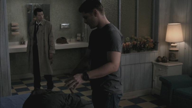 東晃西晃卻找不到 Sam 的人影,這讓 Castiel 感到很奇怪