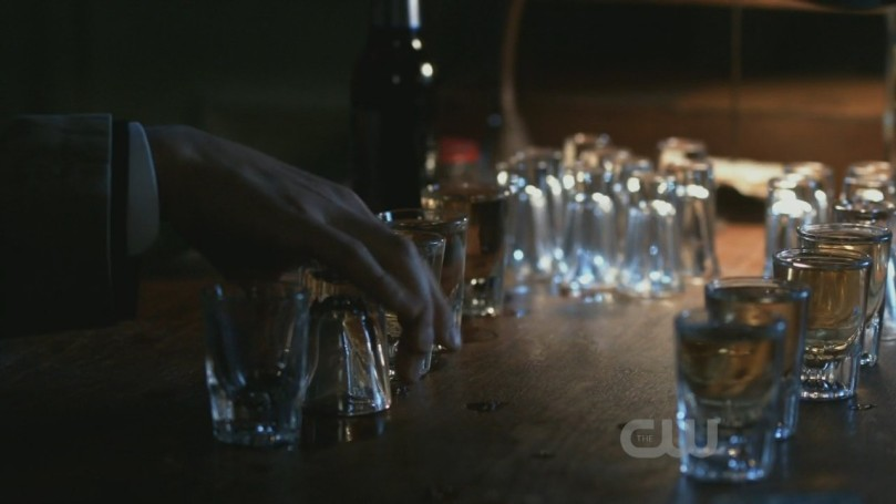 拿酒杯還會翹小指的 Cas,超可愛~<3<3<3