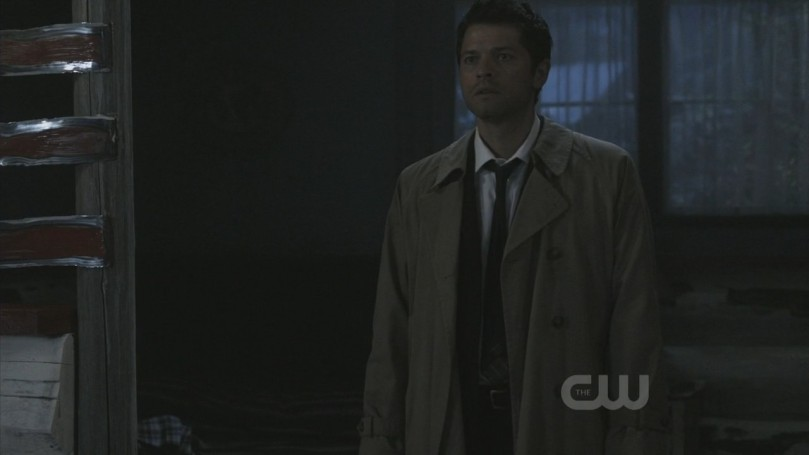 Supernatural Season 5x06 - 聽到 message 趕來 Dean 和 Sam 旅館房間的 Castiel