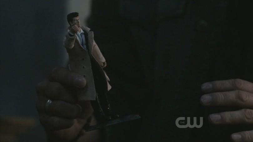 對 Cas 娃娃十分溫柔的 Dean
