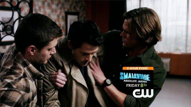 自己一個人好不容易回來的 Castiel,Dean 隨後也衝上去緊緊扣住他