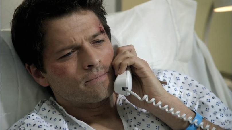 躺在病床上跟 Dean 說抱歉的 Castiel