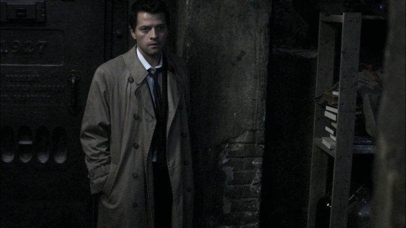 看著 Dean 離開一臉擔心的 Castiel