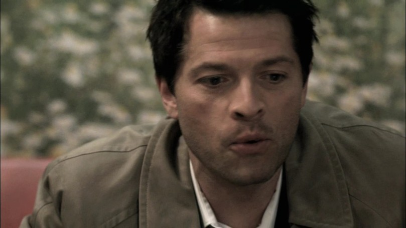 "Castiel: It actually means ""you, um, breed with the mouth of a goat.""(樂到不行的笑著)"