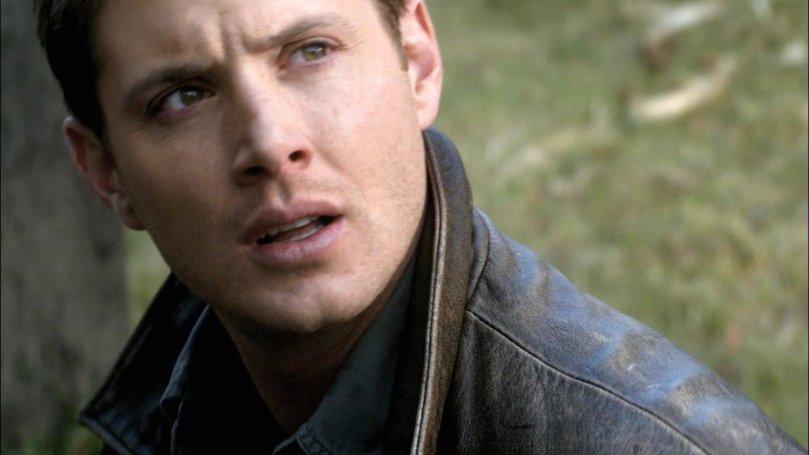 癡癡的望著 Castiel 慢慢站起來的 Dean