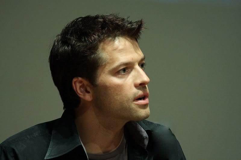 鬍渣不明顯的 Misha 看起來很秀氣呦~