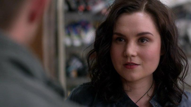 想要說服 Dean 跟她合作的 Meg
