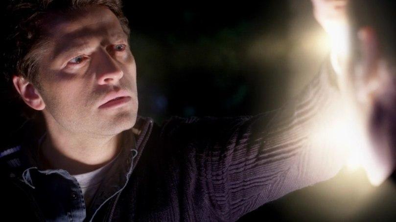 伸手消滅惡魔慢慢回憶起一切的 Castiel