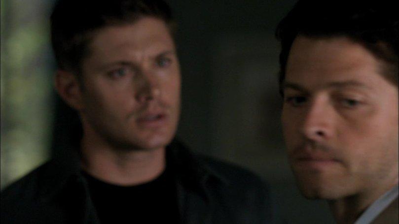 面對 Dean 的關心跟問題,Castiel 只能默默的背過身去,他沒有辦法看著 Dean 的眼睛回答這個問題