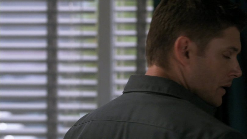 聽到 Castiel 的一番話,想要轉身再跟他講兩句話的 Dean