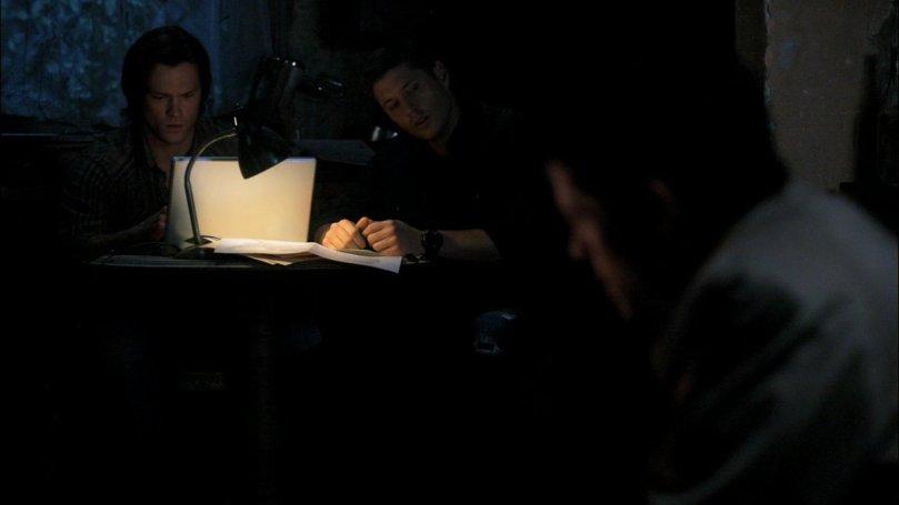 Dean: ...Cas,你為什麼要看 A 片?你是...你是有需要還是怎樣?(Sam 繼續在旁邊很專心地打電腦)