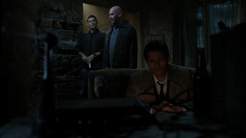 Samuel: 我說大半夜的你們還不睡是在幹嘛,原來你在跟你的天使男朋友一起看 A 片. Castiel: 噓...Dean 說我們不能談 A 片。