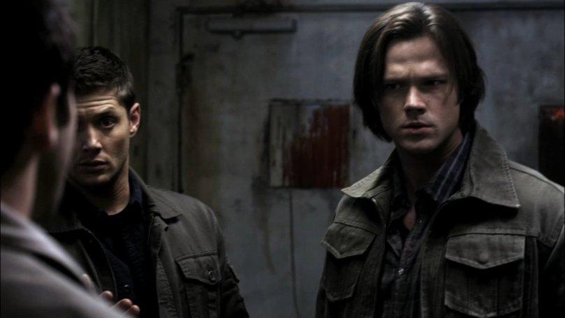 Dean: 親完了是吧?你要不要給我解釋一下你剛剛是在幹嘛? Sam: Castiel...你是鬼上身了嗎?
