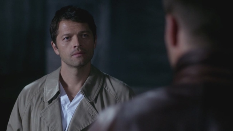 難以置信的 Castiel,用著漂亮安靜的湛藍眼睛靜靜地凝視著 Dean,眼神裡面有好多說不出口的感情