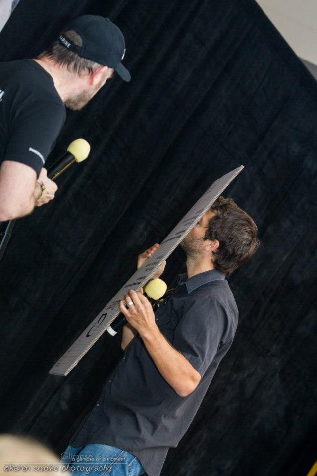 Misha 親吻 Dean 海報照片的模樣