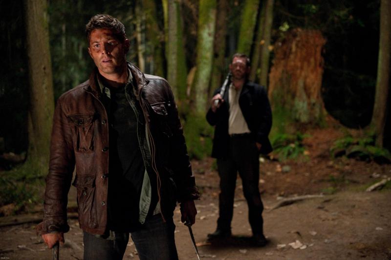 現在成天跟 Benny 形影不離在一起的 Dean,我猜他現在看的是 Castiel