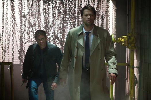 Dean: Cas...你的樣子看起來有點怪怪的,我不記得你在煉獄的時候有這麼呆啊?