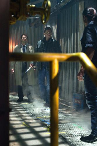 沒想到 Dean 居然跟著他的天使男朋友出現在這裡...