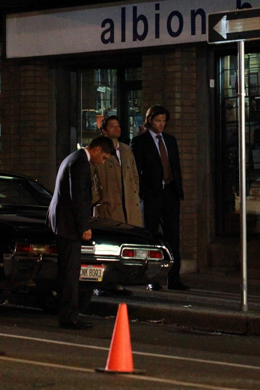 看起來 Castiel 已經完全回到過去的呆呆天使模樣