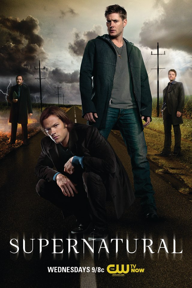 Supernatural Season 8 海報,Castiel 太小一個了啦!