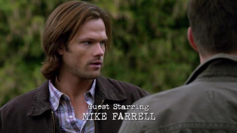 Dean 一直忍不住偷偷瞄著 Castiel,最後連 Sam 也忍不住偷瞄一下