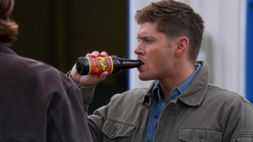 我想他現在還是在看 Castiel,剛剛跟 Sam 說話的時候後腦勺都是歪到 Castiel 那邊