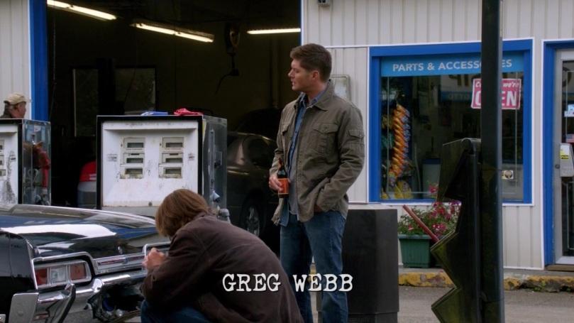 和 Sam 說完話後,就打算走過去跟 Castiel 聊聊