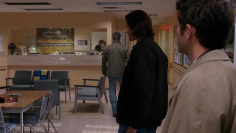 心情不好的 Dean,也不等 Sam,扭頭就快步離開,再多待一分鐘,他的心就會多痛一分