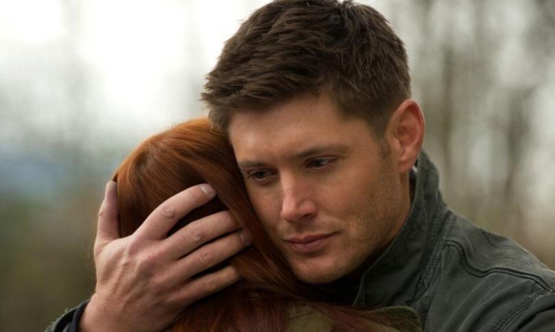 Dean 溫柔地抱著 Charlie,順便輕輕地親吻她的髮絲,這一幕真的好棒!