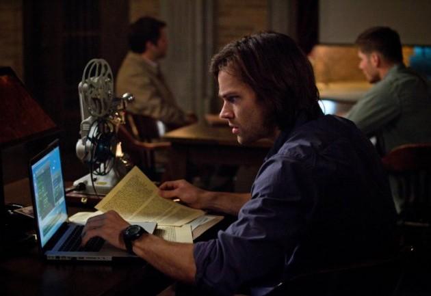 忙著找資料的 Sam,他這幾集都好辛苦...請加油!
