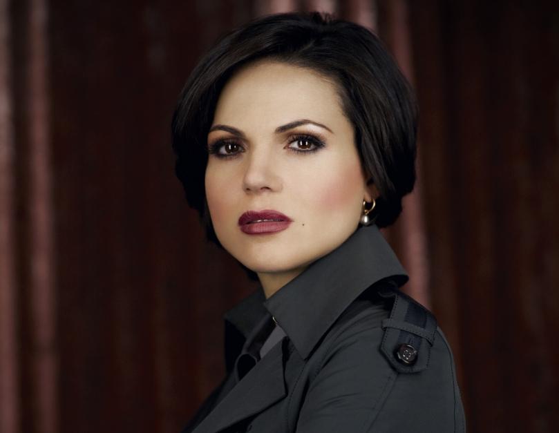離開童話世界的 evil queen,搖身一變成了小鎮的市長 Regina