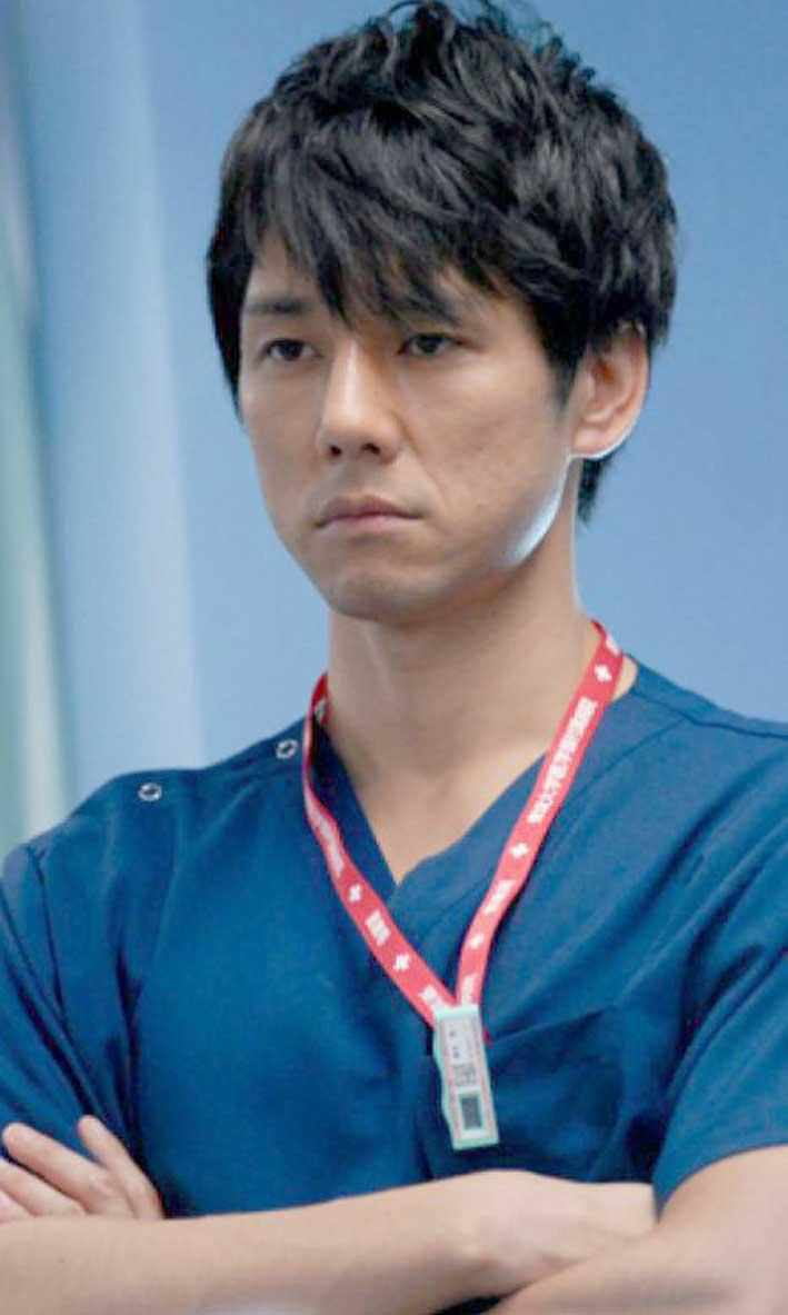 西島秀俊飾演的速水醫生常常會出現這種靜靜的表情