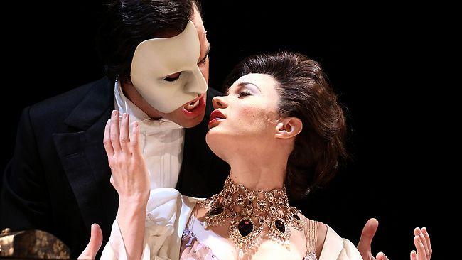 我覺得魅影之所以很受大家歡迎,真的是因為帶著那張面具從後面親女生的角度太迷人