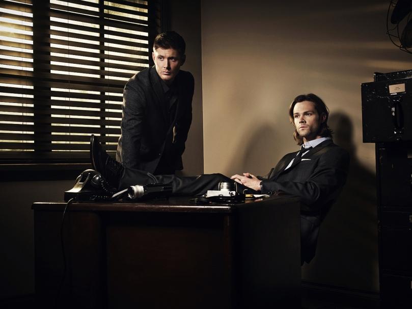 這張宣傳照裡面的兩個人真的是帥到爆炸,要是能夠加上 CEO Castiel 應該會帥到炸掉吧!