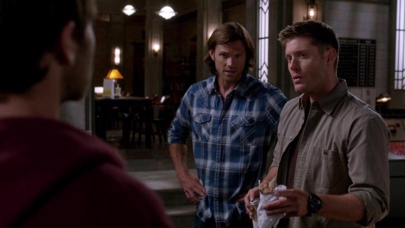 Sam 在後面幫 Castiel 說明免得 Dean 聽不懂