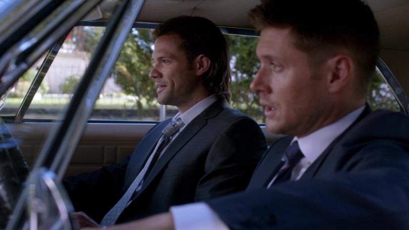 Sam 笑得很開心,不過 Dean 講完之後就笑不出來,胸中冒出無名的一把火