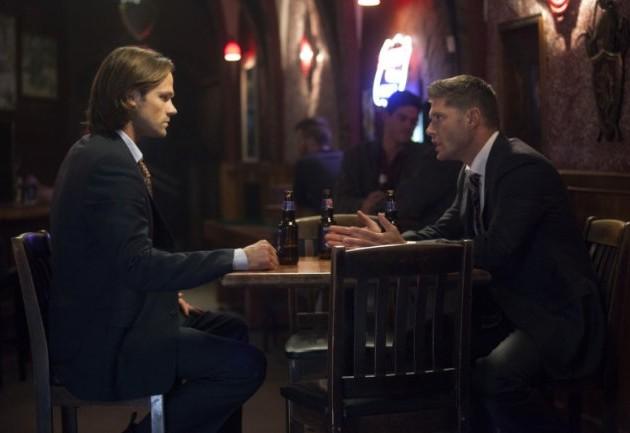 Ezekiel 大概是在跟 Dean 為了 Castiel 的事情爭論,Castiel 喝太多去廁所吧!
