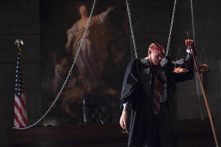 為了救 Will,動手把法官殺掉還耐心把重要器官挖出來展示傳達意義的 Hannibal,這...這是你友情的表現嗎?