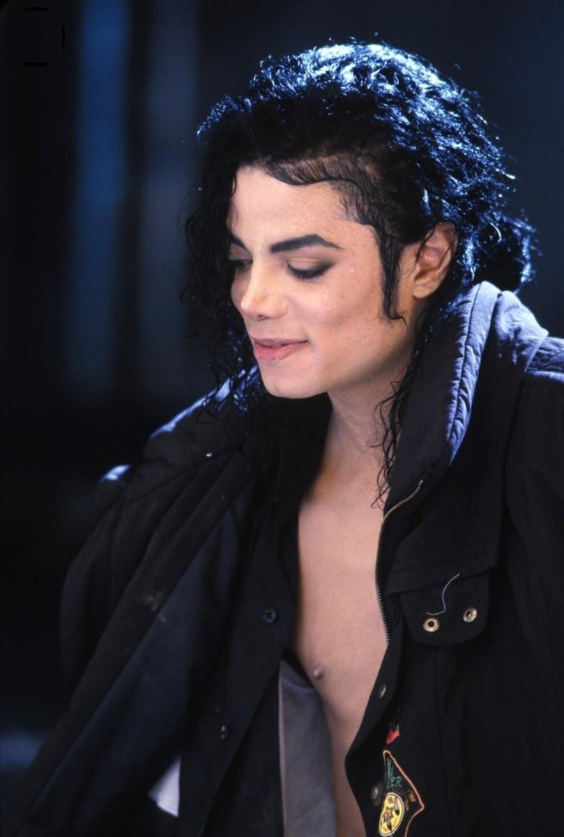 Michael Jackson 也是曾經非常帥氣好看的喔