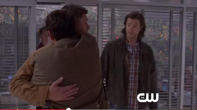 Dean: 你要是敢說什麼我一定宰了你! Sam: 我什麼都沒說。(繼續笑)