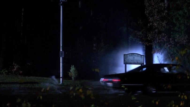 Castiel 和 Gadreel 碰面完之後,Dean 他們開車去墓地感覺也差不多晚上快九點