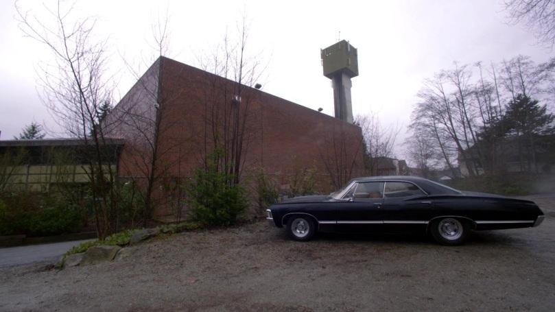Dean 和 Sam 開了好幾個小時總算來到 Castiel 給他的地址