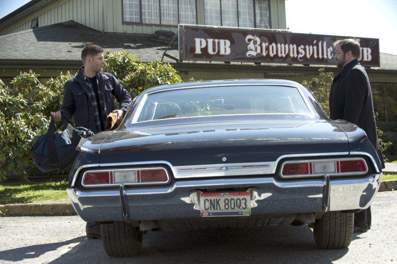 令我困擾至今的藍色行李袋又該死的出現了!Dean 你如果上一集也是用這個行李袋我就不會這麼頭痛了啊啊啊!