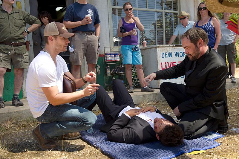 本來不想放這張的,但是這張可以看到 Crowley 疑似拯救 Castiel 的畫面