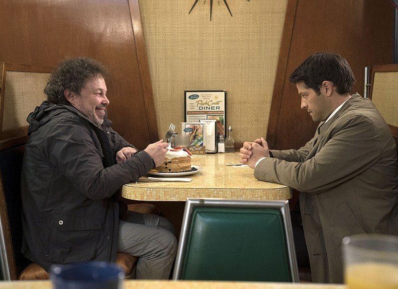 變成凡人的 Metatron 現在又要拉屎又要拉尿還要吃東西喊肚子餓,Castiel 當保姆應該是當到一整個煩