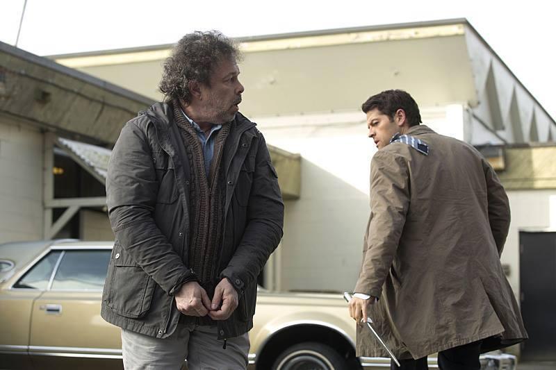 我喜歡 Castiel 在這邊翻過來的小領帶耶!