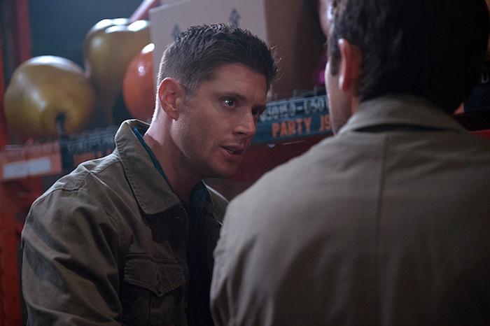 奇怪,Castiel 正常了嗎?還是這是 Dean 衝上前阻止 Castiel 傷害那個女生的鏡頭?